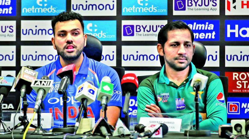India stand-in skipper Rohit Sharma (left) and his Pakistan counterpart Sarfraz Ahmed. (Photo:AP)