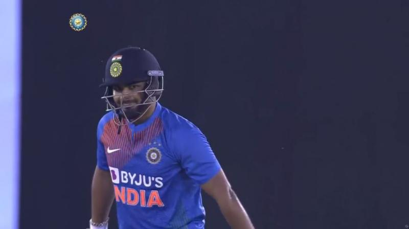 Rishabh Pant managed to hit the ball straight towards the fine-leg fielder, Tabraiz Shamsi, in, what can be called, an outrageous shot selection. (Photo: Hotstar/ screengrab)