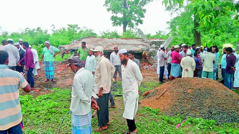Muslims gathered at Manuguru crossroads in  Bhadradri-Kothagudem district on Thursday after the news spread that forest officials had demolished a masjid built four years back on reserve forest lands. The people offered Namaz on the road and traffic  on the Khammam-Manguru-Bhadrachalam was affected. (Photo: DC)