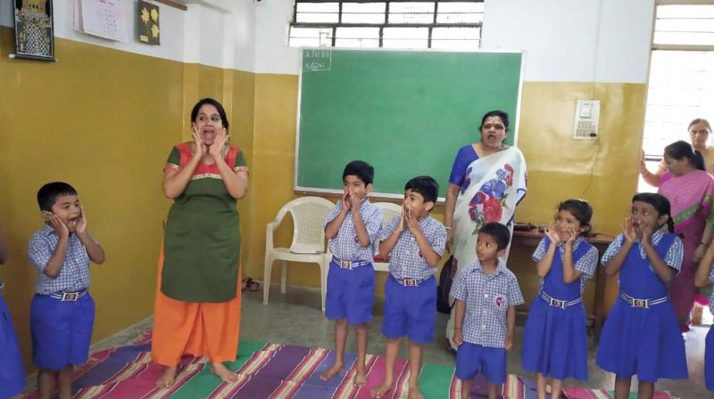 A drama therapy session being held for schoolchildren by Chiranthana (Photo: DC)