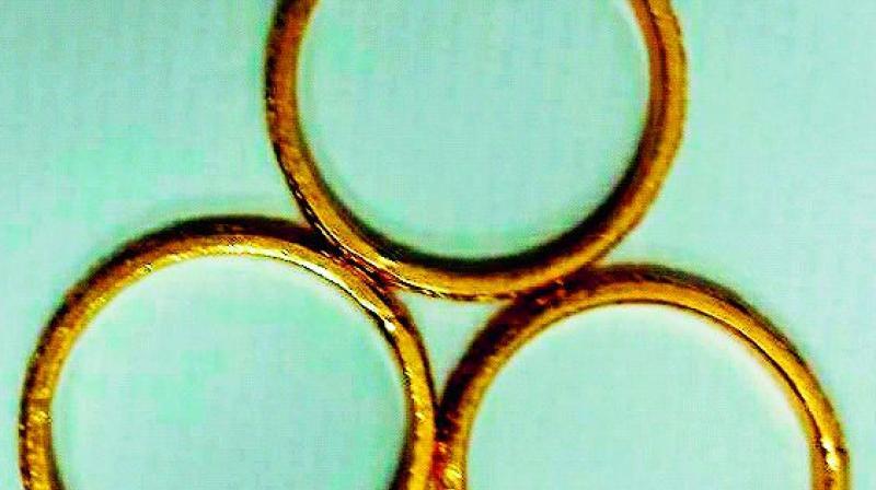 Gold bangles seized