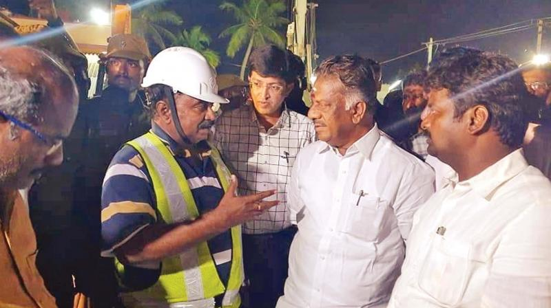 Tamil Nadu Deputy Chief Minister O. Panneerselvam and health minister Dr C. Vijaya Baskar discuss with a Fire and Rescue Services officer about the operations underway to save two-year-old Sujith Wilson at Nadukattupatti village near Manapparai on Monday. Also seen is principal secretary (revenue) J. Radhakrishnan. (Photo: DC)