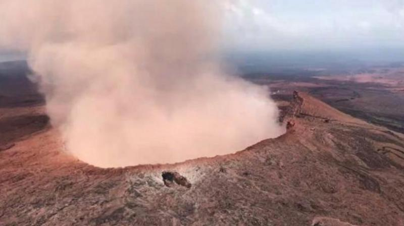 In this photo provided by Tulsi Gabbard, who is on active duty Hawaii National Guard deployment, ash from the Puu Oo vent on Kilauea volcano rises into the air, near Pahoa, Hawaii. (Photo: AP)