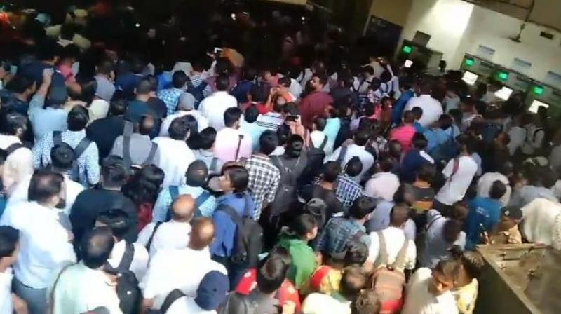 Huge rush of morning commuters was seen at metro stations. (Photo: Screengrab | Twitter)