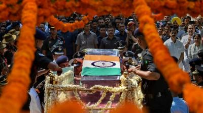 Mortal remains of former prime minister Atal Bihari Vajpayee being taken from his Krishna Menon Marg residence to BJP headquarters at Deen Dayal Upadhyay Marg for the last rites, in New Delhi on Friday, August 17, 2018. (Photo: PTI)