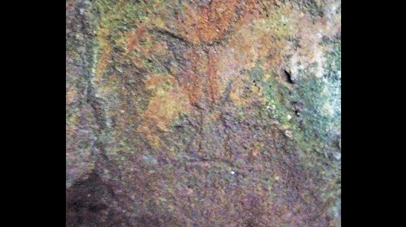 A human face petroglyph at Keezhkondi rock art site.