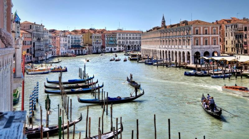 Italy: Venice to soon fine tourists for sitting in the wrong spot. (Photo: Pixabay)