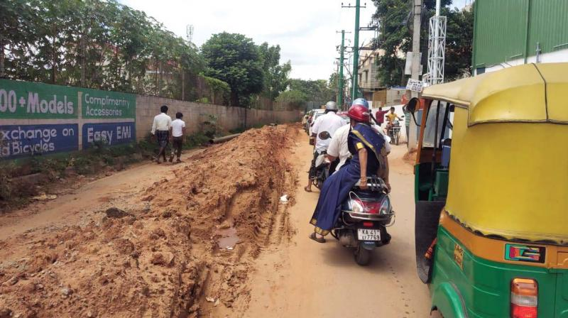 BWSSB pipeline work is causing inconvenience to commuters and motorists in Ittamadu main road, which provides a short cut between Kathriguppe and Uttarahalli (Photo: DC)