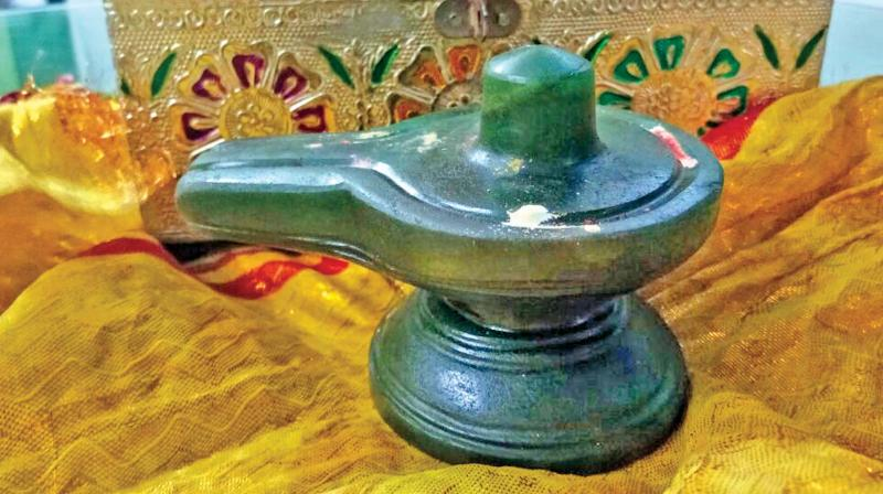 Emerald lingam