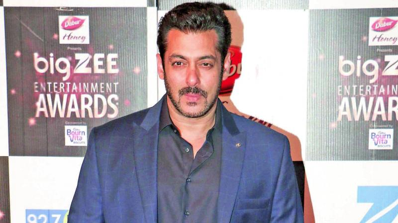 Salman Khan plays saviour to both Katrina and Jacqueline