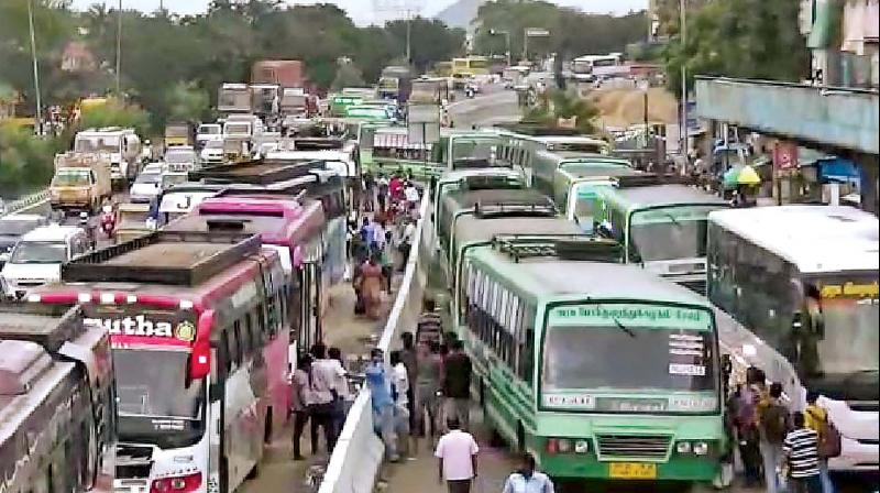 Busses from state-owned transport corporations, omni-buses and other regular vehicles piled up on the Tambaram - Perungalathur road causing massive traffic congestion.