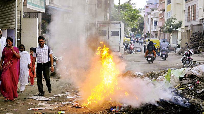 Garbage being burned in Bengaluru. (Photo: R Samuel)