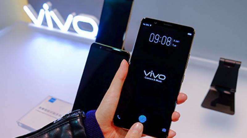 World's first fully working In-screen fingerprint scanner Vivo smartphone.