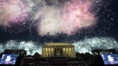 The spectacular firewords display at the Lincoln Memorial in Washington DC, to celebrate the Fourth of July. (Photo: AP/Alex Brandon)