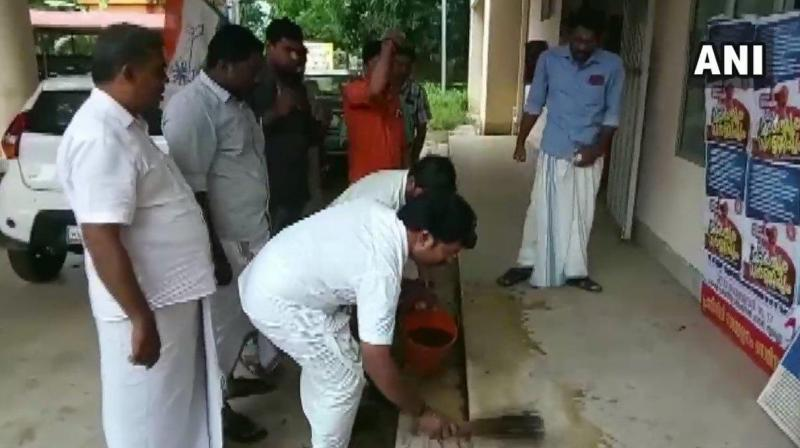 Youth Congress workers in protest against a stir by a Dalit CPI MLA has triggered a controversy in Kerala with the lawmaker dubbing it 'casteist' and lodging a police complaint. (Photo: Twitter/ ANI)