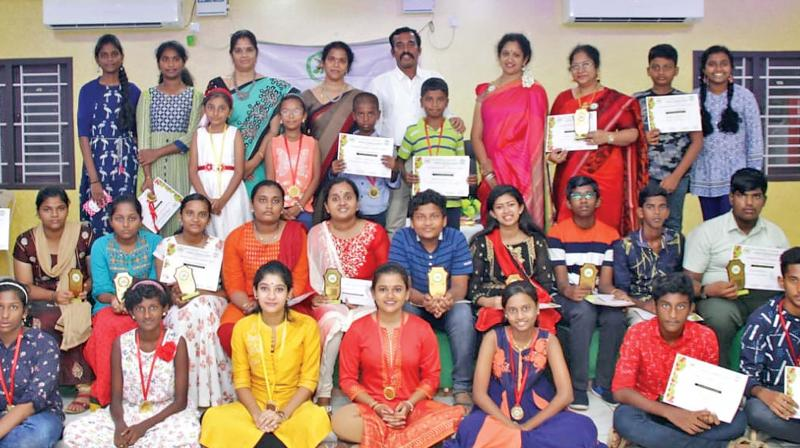 Thanjavur DIG J Loganathan with 10th students of Guild of Service at We Women's Forum function.   —DC