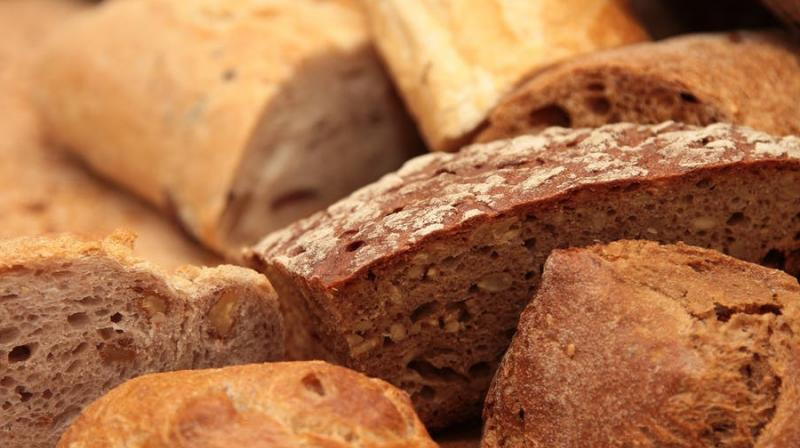 Save the bread for last at mealtime, new study urges. (Photo: Pexels)