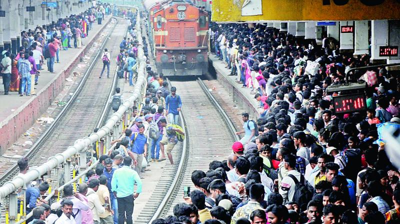 In a bid to exercise their voting rights, people flocked at the Secunderabad Railway Station on Wednesday. (Image DC)