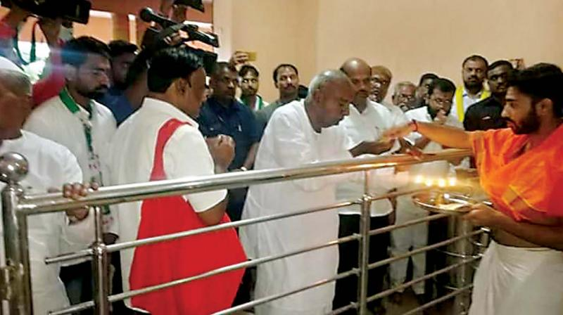 Janata Dal (Secular) supremo H.D. Deve Gowda at a temple in Gokak on Monday (Photo: DC)