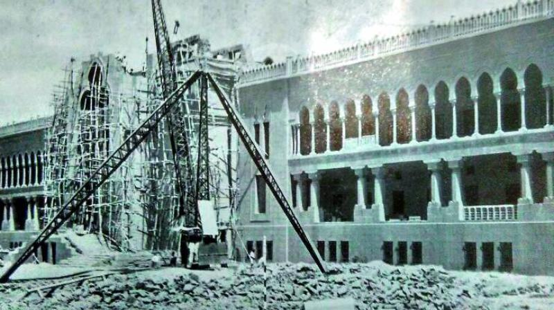Mir Osman Ali Khan laid the foundation of the building designed by Earnest Jasper, a Belgian architect. Ali Raza and Zain Yar Jung were the chief architects.