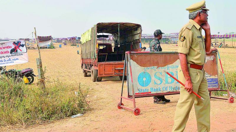A police picket has been arranged near cockfight dens at Edupugallu where policemen keep a watch to prevent any untoward incidents from occuring near Vijayawada on Saturday. (Photo: DC)