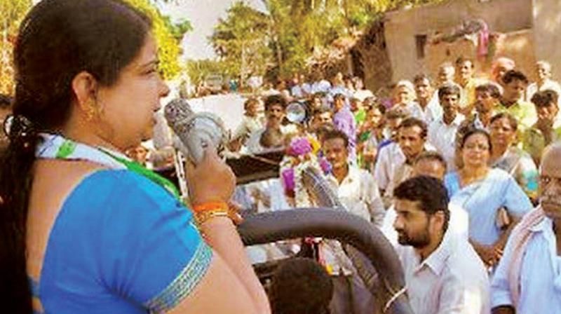 A file photo of CM H.D. Kumaraswamy's wife Anitha Kumaraswamy campaigning for JD(S) in Bengaluru Rural Lok Sabha constituency.