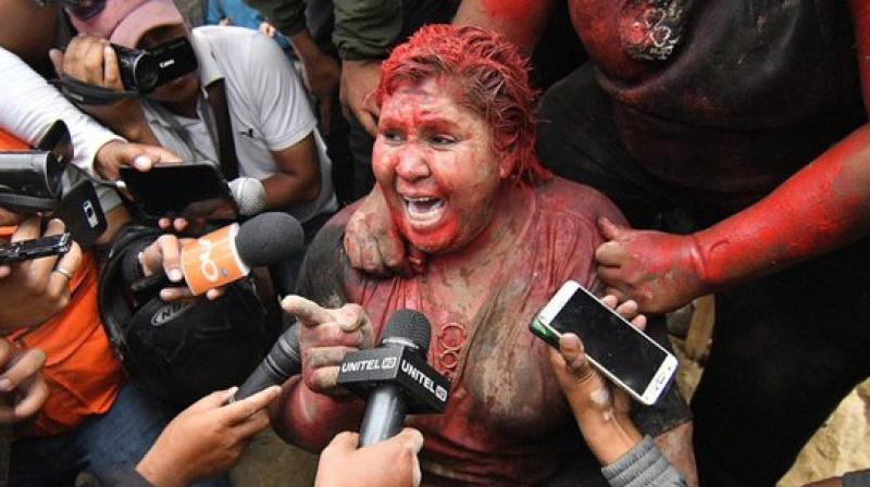 There, they made her kneel down, cut her hair and doused her in red paint. They also forced her to sign a resignation letter. Her office was set alight and the windows of the town hall were smashed. (Photo: Twitter)