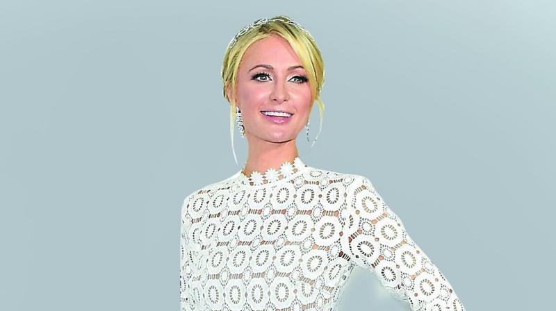 Paris Hilton denounces Lindsay Lohan