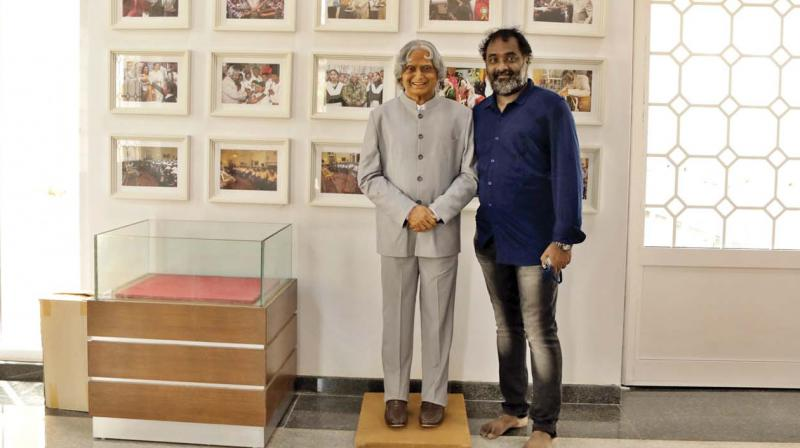 A.P. Shreethar with A.P.J. Abdul Kalam's statue.