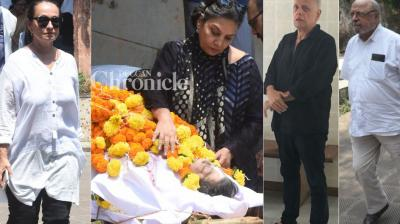 Respected filmmaker Kalpana Lajmi breathed her last on Sunday and was cremated in Mumbai on the same day. (Photos: Viral Bhayani)