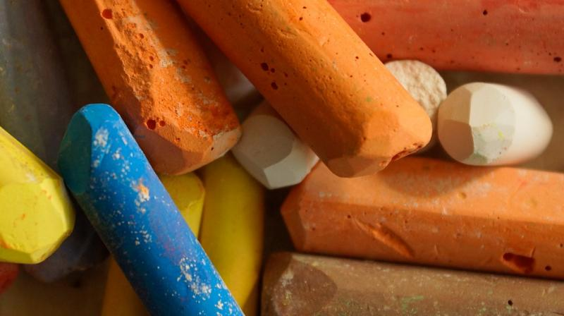 She ordered chalk online and started eating two sticks a day (Photo: Pixabay)