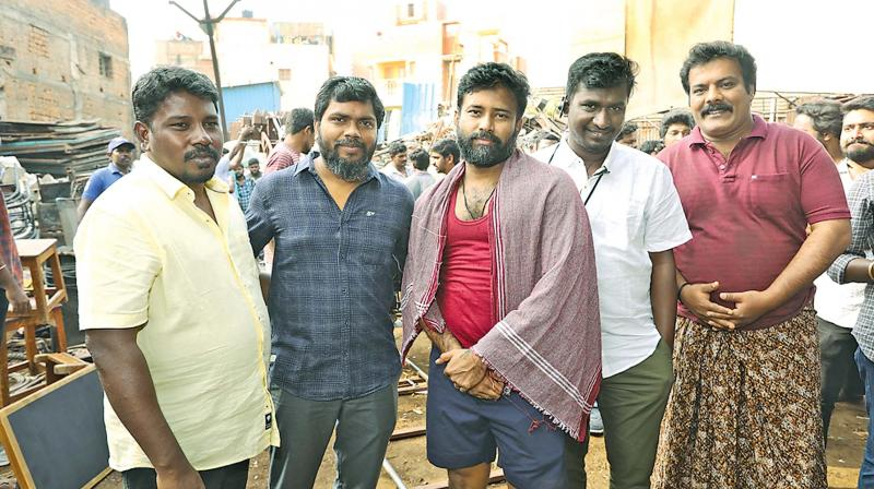 On the sets of Irandaamulaga Porin Kadaisi Gundu