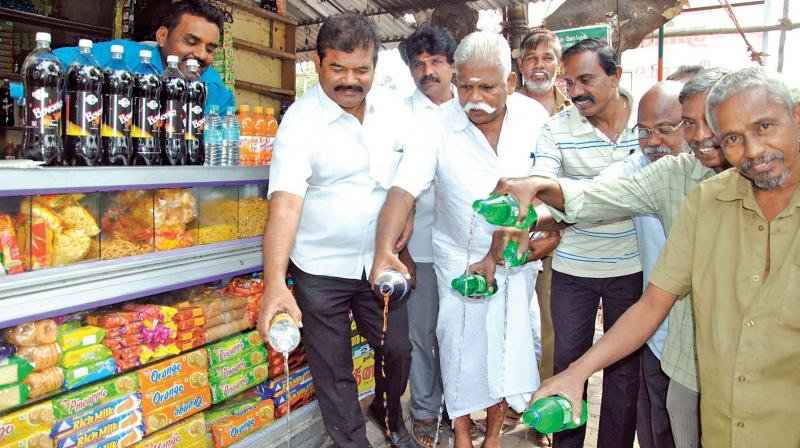 Protest against Pepsi and Coke products (Photo: DC)