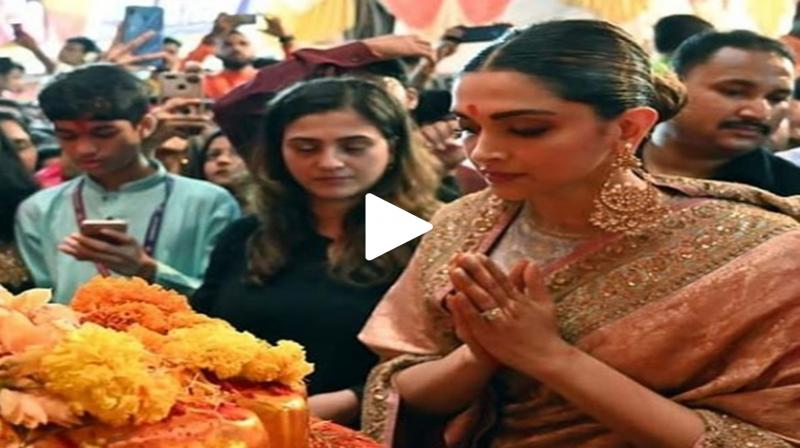 Deepika Padukone at Lalbaugcha Raja. (Photo: Instagram/Viral Bhayani)