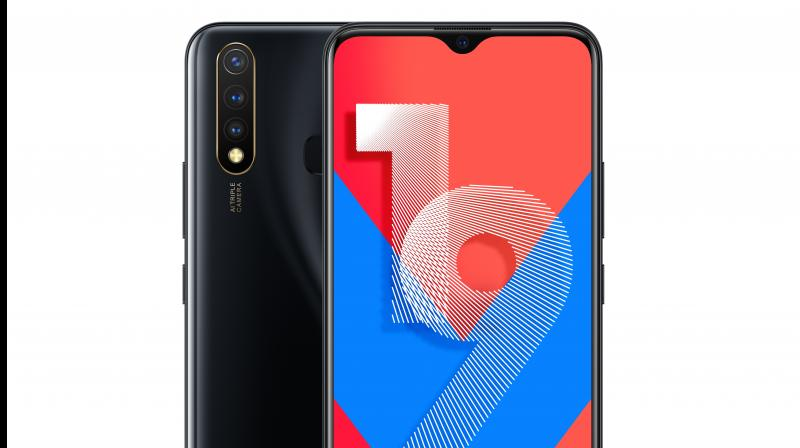 The 16.58cm (6.53) FHD+ Halo FullView Display pushes bezels to the limit on all sides, with the front camera nestled beautifully within an elegant notch