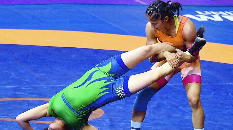 Vinesh Phogat (right) fights with Uzbekistan's Sevara Eshmuratova in their 55kg quarterfinal bout of the Asian Wrestling Championship in New Delhi on Friday. (Photo: PTI)