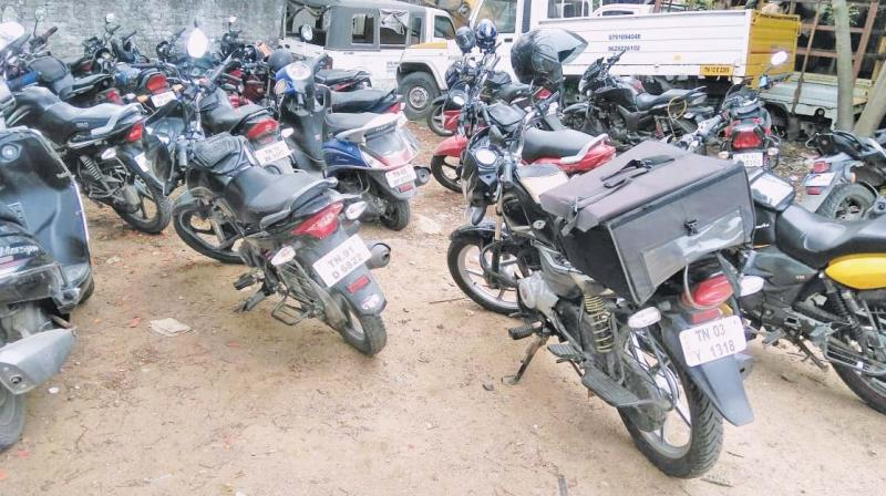 Rapido bike-taxis being seized by RTO for illegal service through app.  (DC)