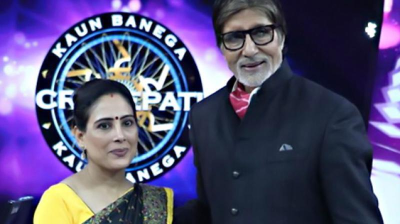 Anamika Majumdar with Amitabh Bachchan after winning the prize.
