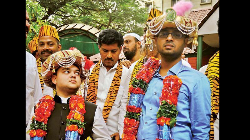 Prince Faraz Ali Shah Sultan and Prince Bilal Ali Shah Sultan, descendants of Tipu Sultan were felicitated for Tipu Jayanti, Bengaluru on Tuesday. (Photo:  DC)