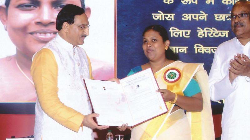 Mrs. Cimmy Jose receiving CBSE Teacher Award from Ramesh Pokhriyal, Union Minister for Human Resources Development.
