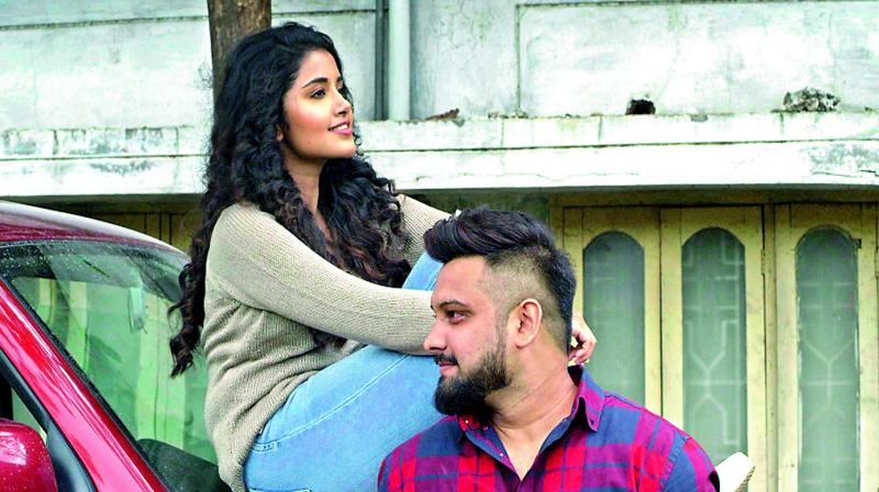 The 4-minute duet, which was filmed at various picturesque locations in Tamil Nadu and Karnataka, stars Yazin and Anupama Parameswaran.