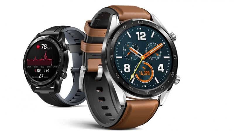 By introducing a double chipset architecture an new design, the smartwatch is able to provide a two week battery life.