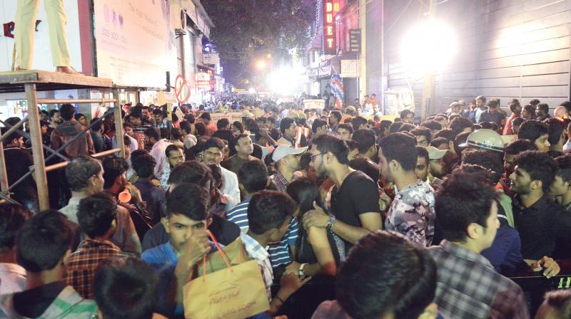 Street vendors too were out in big numbers as they were selling masks, balloons and flower decorations, cashing in on the euphoria of party goers.