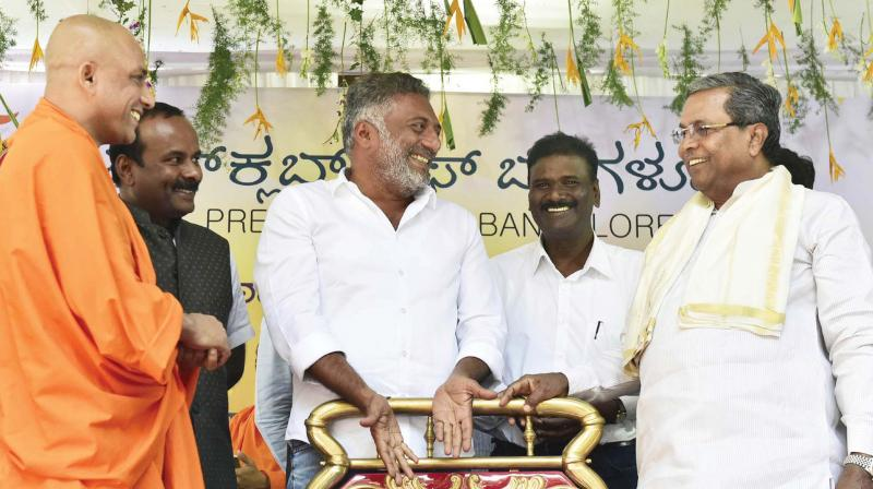 Sri Nirmalanandanatha Swami, actor Prakash Raj and CM Siddaramaiah at the 'Person of the Year Award' presentation ceremony at the Press Club of Bengaluru on Sunday.
