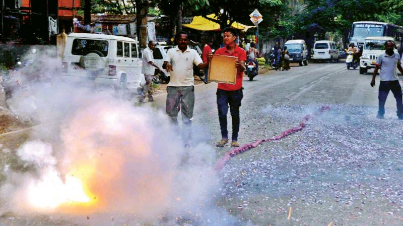 KSPCB is gearing up to implement the Supreme Court guidelines against bursting of high-decibel and polluting crackers.