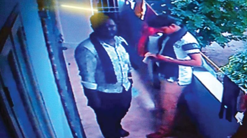 According to police, the two men who posed as Ayyappa bhaktas and barged into a house in Siva Vishnu Nagar in Mudichur and attempted to snatch gold and cash.