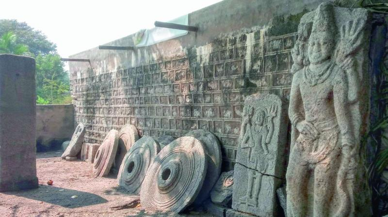 The littered sculptures at Kolanupaka. The memorial stones have been well preserved for more than 1,000 years.