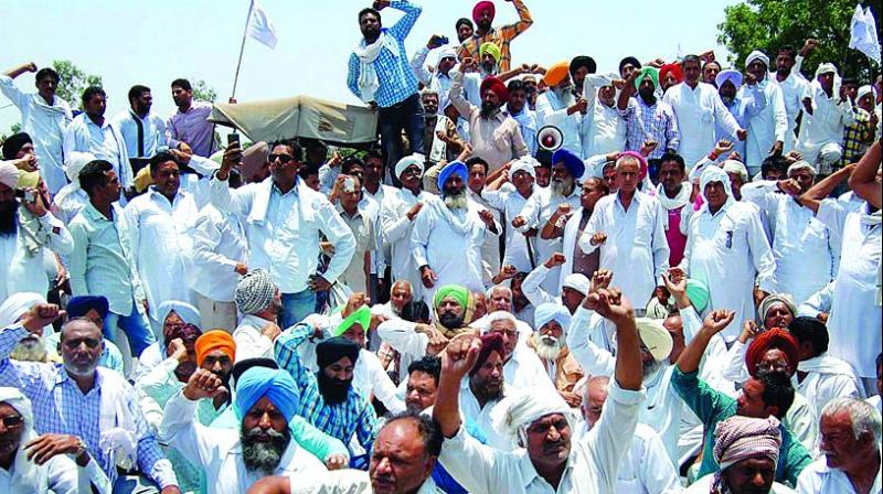 he All-India Kisan Sangharsh Coordination Committee, an umbrella organization of about 250 farmers unions from across the country, said that they will burn effigies depicting the China-backed Regional Comprehensive Economic Partnership or RCEP, to mark their protest and warn the government.