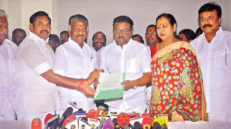AIADMK finalises deal with DMDK, allots 4 Lok Sabha seats