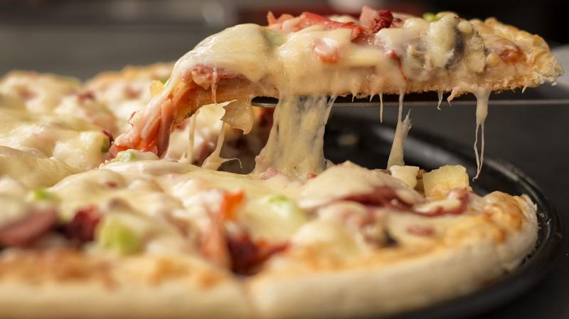 Air Canada pilot wins hearts after ordering pizza for stranded passengers
